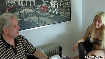 fotze vollspritzen muschi ficken Flat chest school girl huge nipples fucked 2 guys